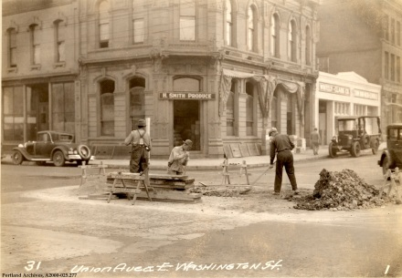 SE Union and Washington St., 1931 : A2000-025.277