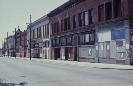 Commercial properties on N Williams Avenue and N Russell Street, 1971: A2010-003